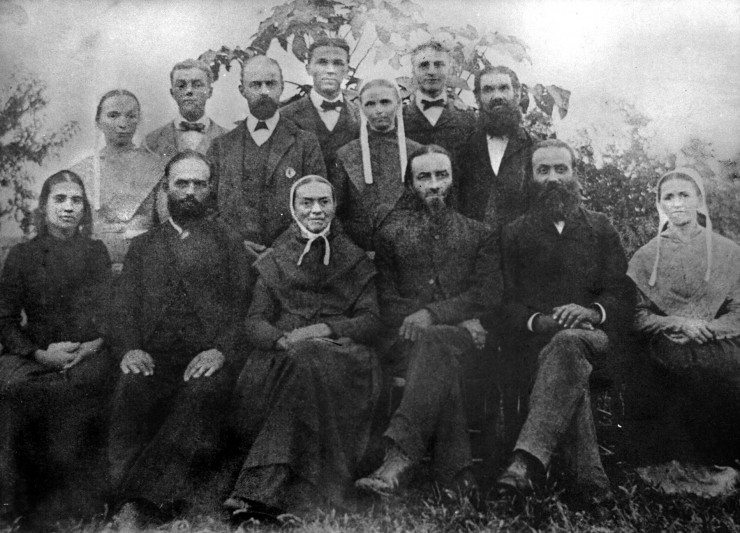 A old photograph that might be a portrait of the Jesse Engle Family.
